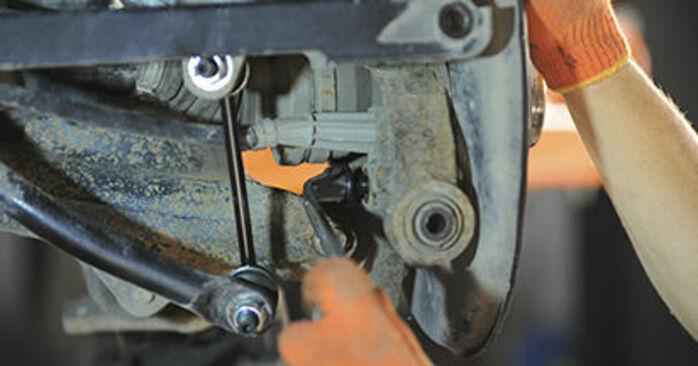 Wie Radlager VOLVO XC90 I (275) 2.5 T AWD 2003 austauschen - Schrittweise Handbücher und Videoanleitungen