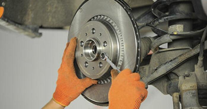 Jak trudno jest to zrobić samemu: wymień Łożysko koła w Volvo XC90 1 2.4 D3 / D5 2008 - pobierz ilustrowany przewodnik