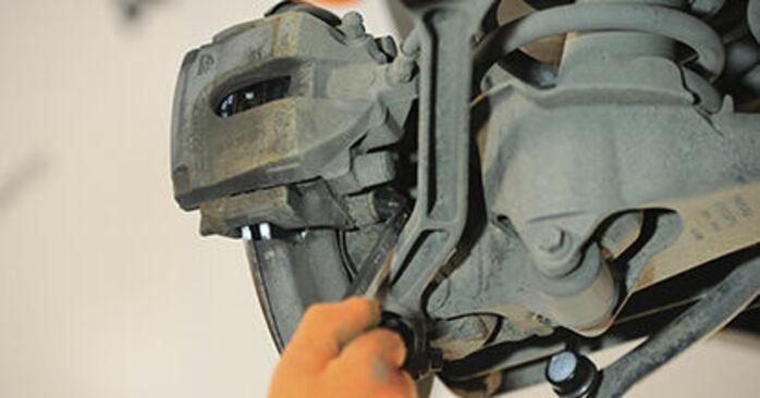 Wymiana Volvo XC90 1 2.5 T AWD 2004 Łożysko koła: darmowe instrukcje warsztatowe
