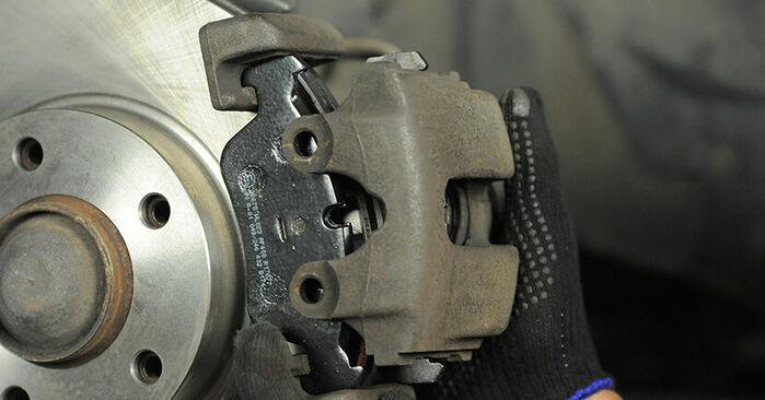 3 Compact (E36) 318tds 1.7 1998 Brake Pads DIY replacement workshop manual