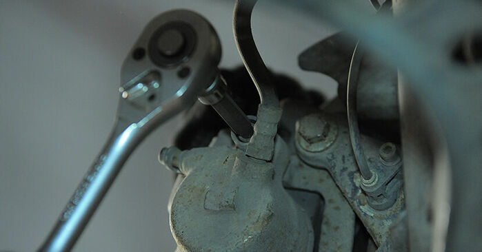 Wie BMW 3 SERIES 318tds 1.7 1998 Bremsbeläge ausbauen - Einfach zu verstehende Anleitungen online