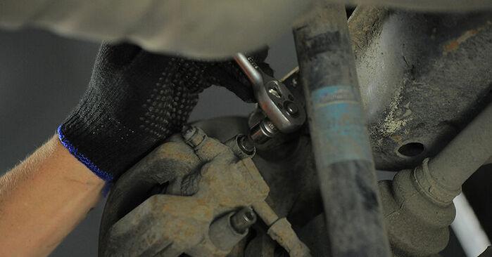 Tausch Tutorial Bremsbeläge am BMW 3 Compact (E36) 1999 wechselt - Tipps und Tricks