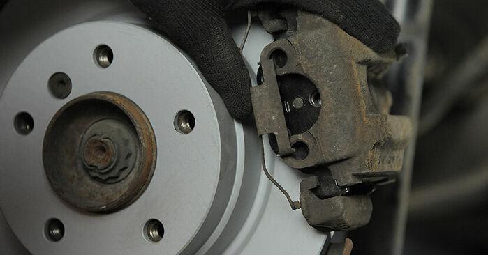 Zweckdienliche Tipps zum Austausch von Bremsbeläge beim BMW 3 Compact (E36) 323ti 2.5 1994