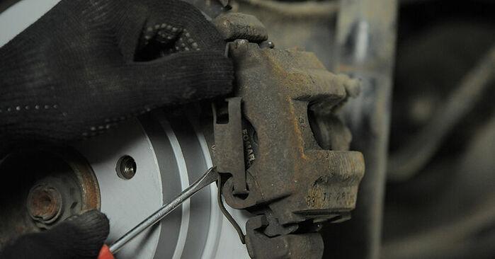 Bremsbeläge BMW E36 Compact 323ti 2.5 1996 wechseln: Kostenlose Reparaturhandbücher