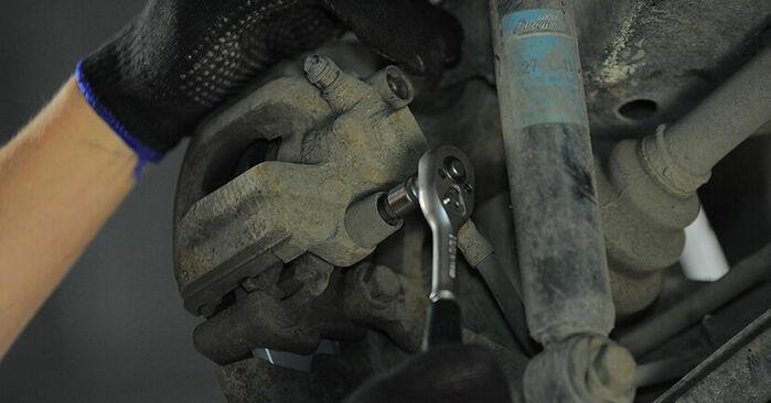 Wechseln Bremsbeläge am BMW 3 Compact (E36) 318ti 1.9 1997 selber
