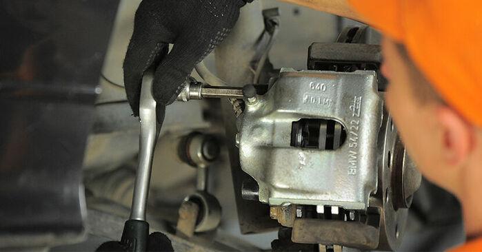 Zweckdienliche Tipps zum Austausch von Bremssattel beim BMW 3 Compact (E36) 323ti 2.5 1994