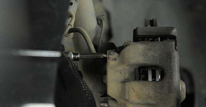 Wie BMW 3 SERIES 318tds 1.7 1998 Bremssattel ausbauen - Einfach zu verstehende Anleitungen online