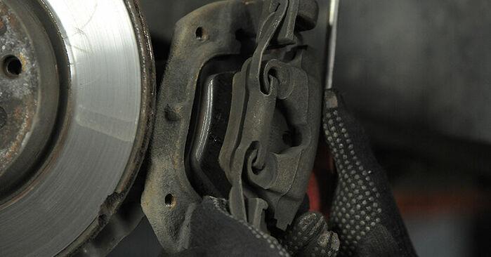 Wie BMW 3 SERIES 318tds 1.7 1998 Bremsscheiben ausbauen - Einfach zu verstehende Anleitungen online