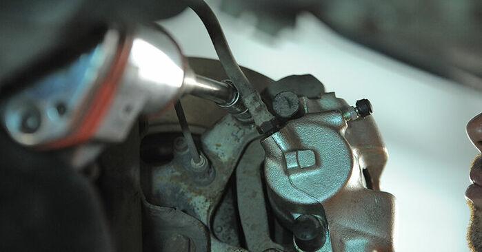 Changer Roulement De Roues sur BMW 3 Compact (E36) 318ti 1.9 1997 par vous-même
