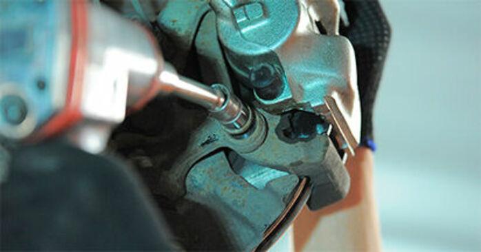 BMW E36 Compact 316i 1.9 1996 Roulement De Roues remplacement : manuels d'atelier gratuits