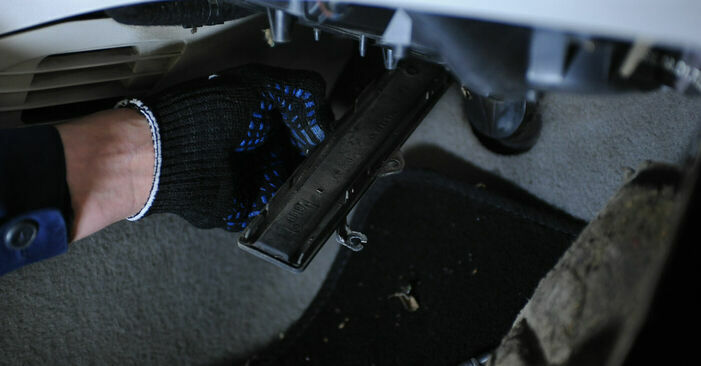 Fiat Punto 188 1.2 16V 80 2001 Filtro Antipolline sostituzione: manuali dell'autofficina