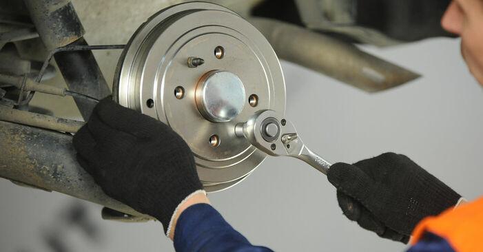 Podrobné odporúčania pre svojpomocnú výmenu Fiat Punto 188 2012 1.9 JTD Lozisko kolesa