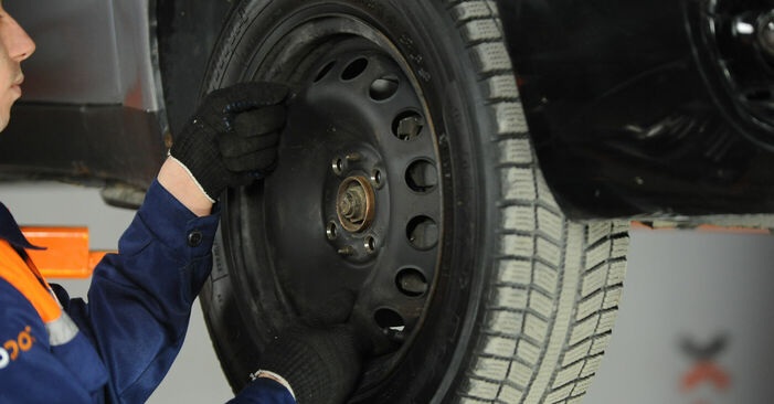 Come sostituire FIAT PUNTO (188) 1.2 60 2000 Testina dello Sterzo - manuali passo passo e video guide