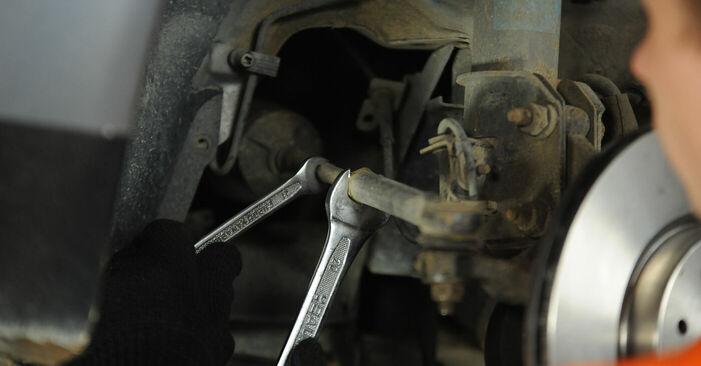 Fiat Punto 188 1.2 16V 80 2001 Testina dello Sterzo sostituzione: manuali dell'autofficina