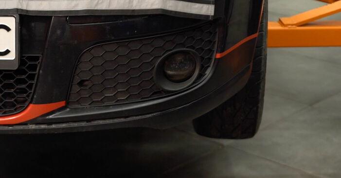 Changer Plaquettes de Frein sur VW GOLF V (1K1) 1.6 FSI 2006 par vous-même