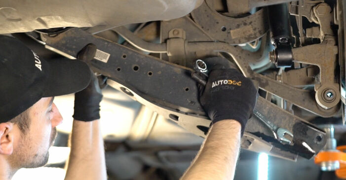 Byta VW Golf V Hatchback (1K1) 2.0 GTI 2003 Länkarm – gör det själv med onlineguide
