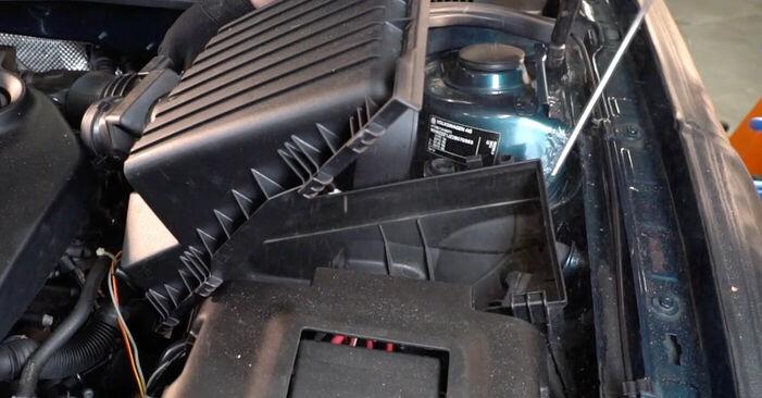 VW GOLF 1.9 TDI Luftfilter ausbauen: Anweisungen und Video-Tutorials online