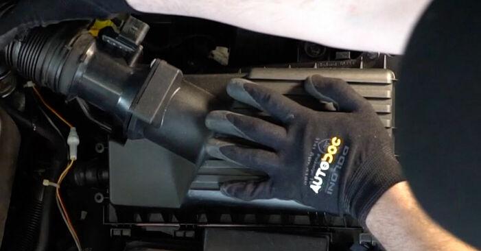 Tausch Tutorial Luftfilter am VW GOLF IV (1J1) 2000 wechselt - Tipps und Tricks