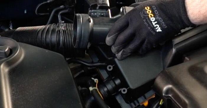Luftfilter am VW GOLF IV (1J1) 2.0 2002 wechseln – Laden Sie sich PDF-Handbücher und Videoanleitungen herunter