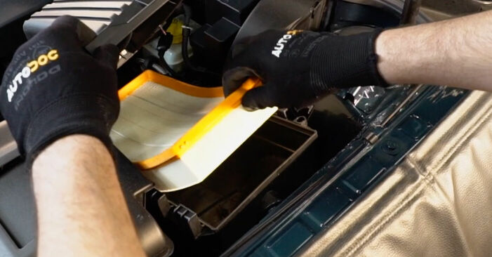 Luftfilter beim VW GOLF 1.6 2004 selber erneuern - DIY-Manual