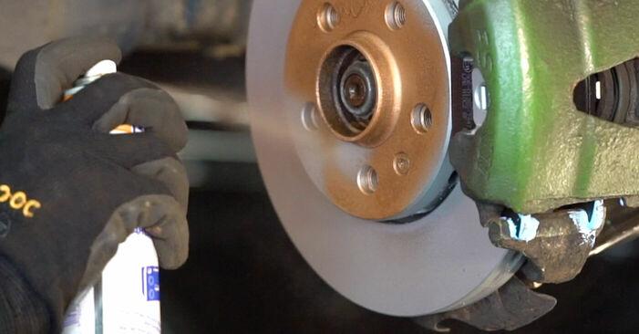 Wie schmierig ist es, selber zu reparieren: Bremsscheiben beim Golf 4 1.4 16V 2003 wechseln – Downloaden Sie sich Bildanleitungen