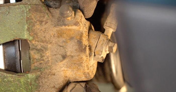 Wie Bremsbeläge VW Golf IV Schrägheck (1J1) 1.6 1998 austauschen - Schrittweise Handbücher und Videoanleitungen