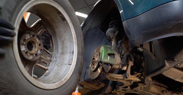 Wie VW GOLF 1.8 T 2001 Bremsbeläge ausbauen - Einfach zu verstehende Anleitungen online