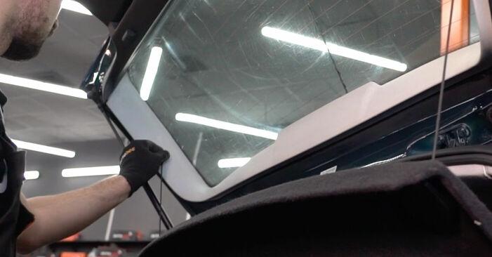 Byta VW Golf IV Hatchback (1J1) 1.6 16V 2002 Gasfjäder Baklucka – gör det själv med onlineguide