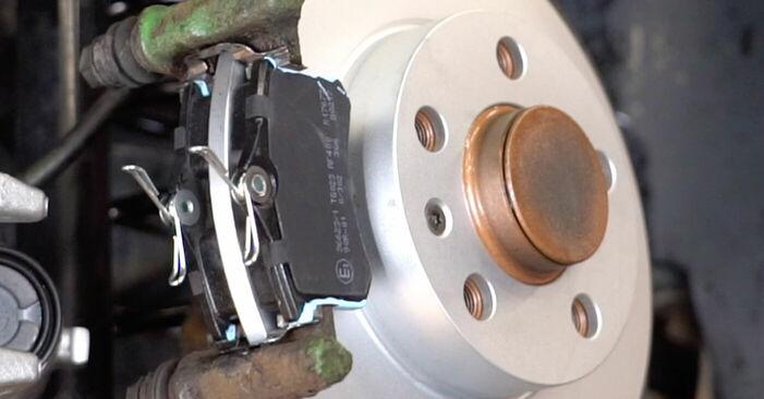 Golf IV Hatchback (1J1) 1.8 T 1999 Pastillas De Freno manual de taller de sustitución por su cuenta