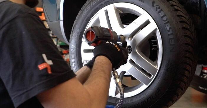 Cómo reemplazar Pastillas De Freno en un VW Golf IV Hatchback (1J1) 1.4 16V 1998 - manuales paso a paso y guías en video