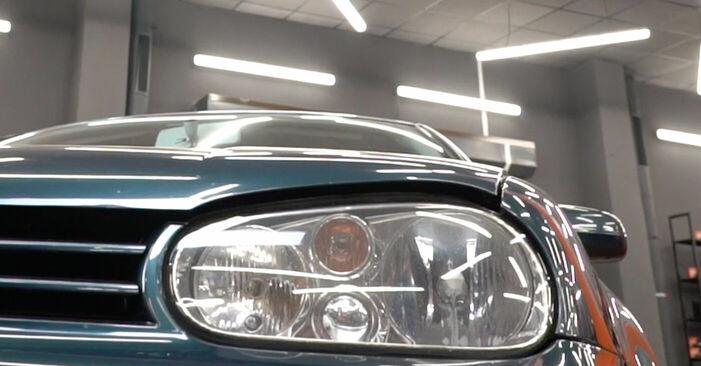 Cómo reemplazar Pastillas De Freno en un VW Golf IV Hatchback (1J1) 2002: descargue manuales en PDF e instrucciones en video