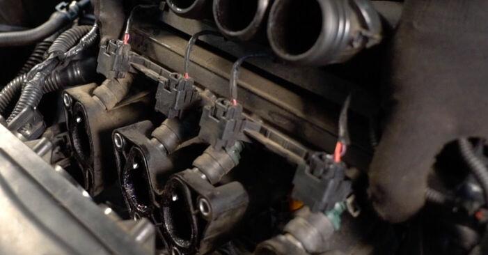 Tausch Tutorial Zündkerzen am VW GOLF IV (1J1) 2000 wechselt - Tipps und Tricks