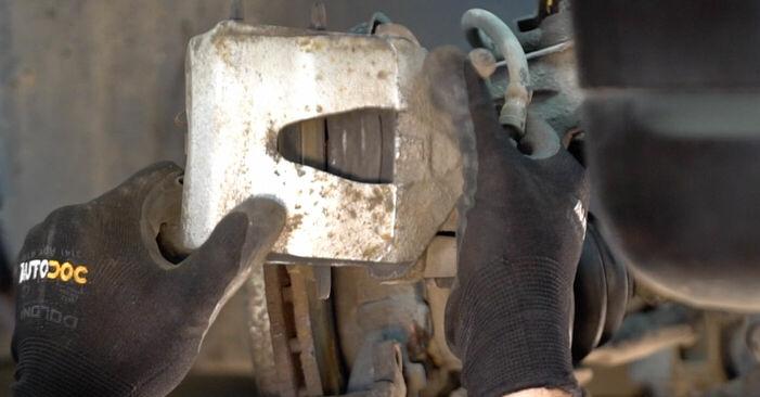 Byt VW GOLF 1.9 TDI Hjullager: guider och videoinstruktioner online