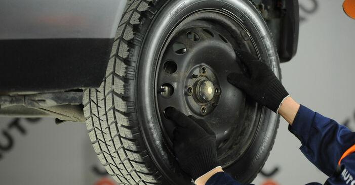 Как да сменим FIAT PUNTO (188) 1.2 60 2000 Колесен цилиндър - стъпка по стъпка инструкции и видео ръководства
