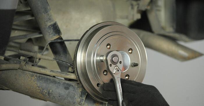 Смяна на Fiat Punto 188 1.2 16V 80 2001 Колесен цилиндър: безплатни наръчници за ремонт