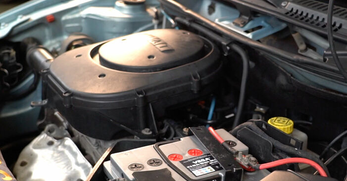 Zündkerzen Ihres Fiat Punto 188 1.9 DS 60 2007 selbst Wechsel - Gratis Tutorial