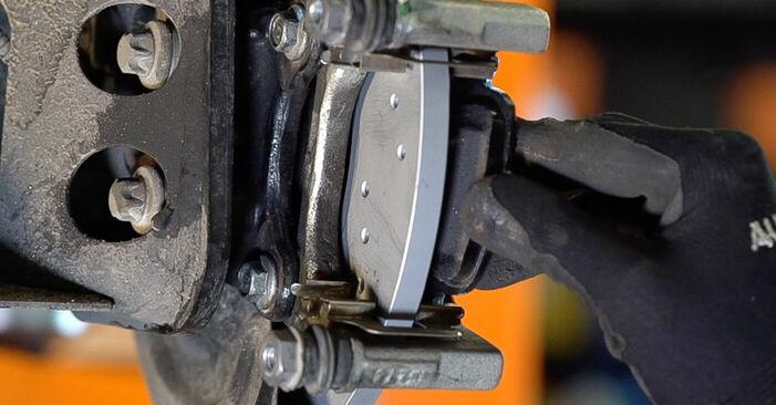 Tausch Tutorial Bremsbeläge am FIAT 500 (312) 2009 wechselt - Tipps und Tricks