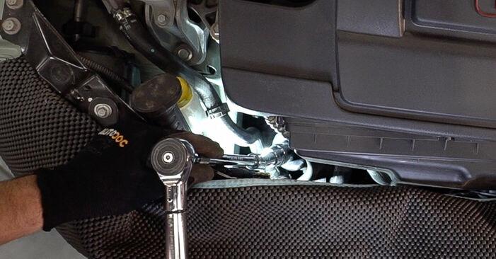 Ölfilter beim FIAT 500 1.3 D Multijet 2014 selber erneuern - DIY-Manual