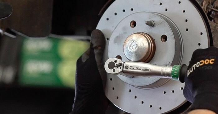 Fiat 500 312 1.3 D Multijet 2009 Dischi Freno sostituzione: manuali dell'autofficina