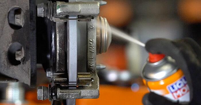 Come sostituire Dischi Freno su FIAT 500 (312) 2012: scarica manuali PDF e istruzioni video