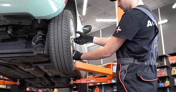 Come rimuovere FIAT 500 1.2 LPG 2011 Dischi Freno - istruzioni online facili da seguire