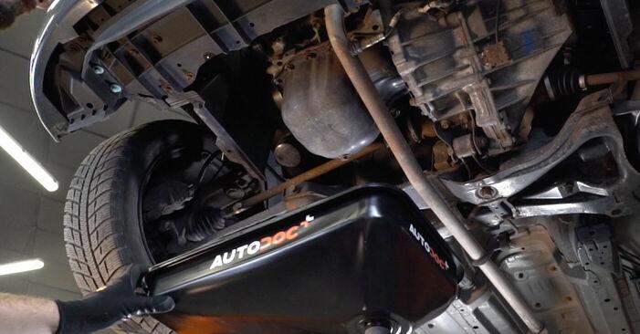 Wie schwer ist es, selbst zu reparieren: Ölfilter Toyota Aygo ab1 1 2011 Tausch - Downloaden Sie sich illustrierte Anleitungen