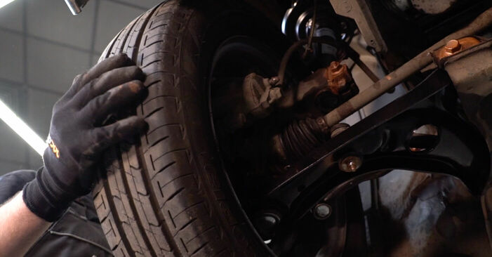 Wie schwer ist es, selbst zu reparieren: Spurstangenkopf Toyota Aygo ab1 1 2011 Tausch - Downloaden Sie sich illustrierte Anleitungen