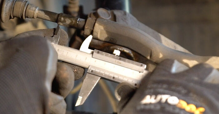 Spurstangenkopf beim TOYOTA AYGO 1.4 HDi 2012 selber erneuern - DIY-Manual