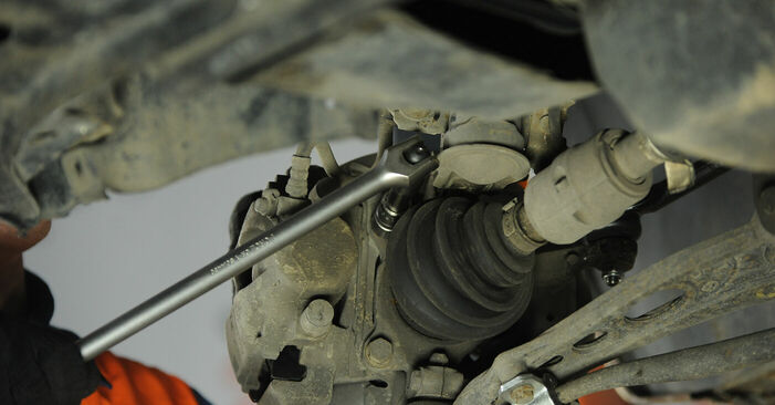 Changing Wheel Bearing on FIAT PUNTO (188) 1.9 JTD 80 2002 by yourself