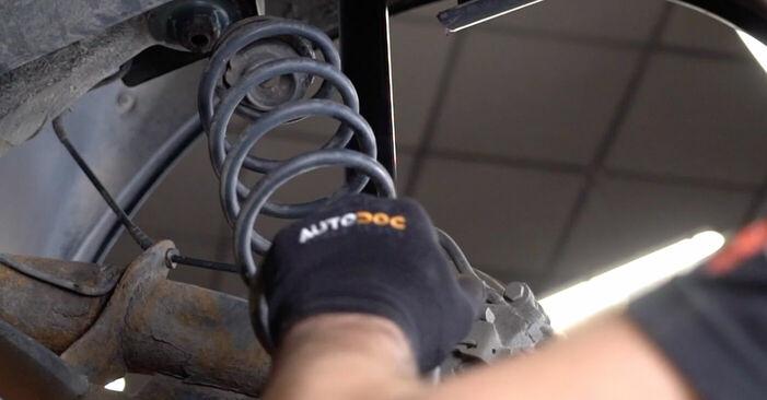 Cum să schimbați Arc spirala la VW Golf IV Hatchback (1J1) 2000 - sfaturi și trucuri utile
