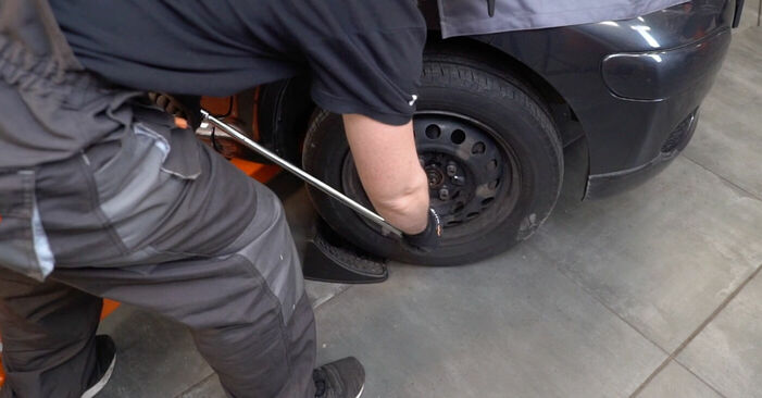 Wie Querlenker Toyota Aygo ab1 1 2005 tauschen - Kostenlose PDF- und Videoanleitungen