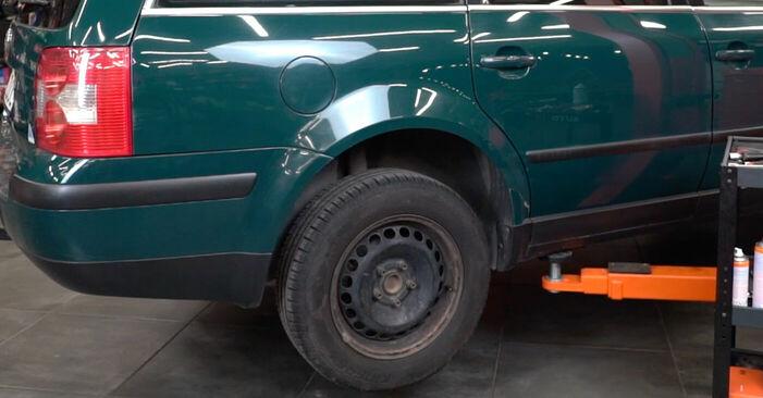 Как се сменя Спирачни Накладки на VW PASSAT Variant (3B6) 2.0 2003 самостоятелно