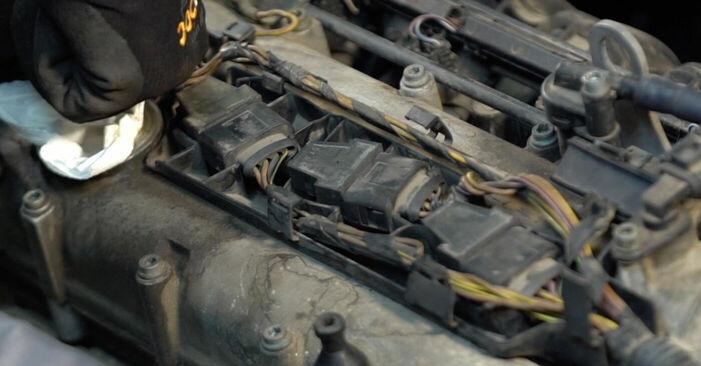 Schimbați Bujie la VW POLO (9N_) 1.2 2004 de unul singur