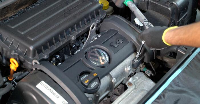 Κάντε μόνοι σας την αντικατάσταση VW POLO (9N_) 1.4 TDI 2003 Πολλαπλασιαστής - online tutorial